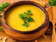 Супа от жълта леща, моркови, лук, доматено пюре и куркума
